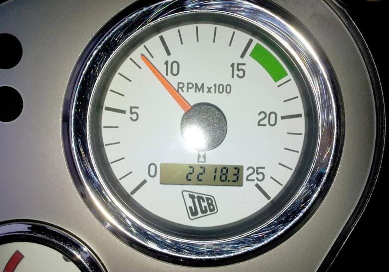 Датчик скорости стрелочный и индикаторный. Моточасы JCB 3CX
