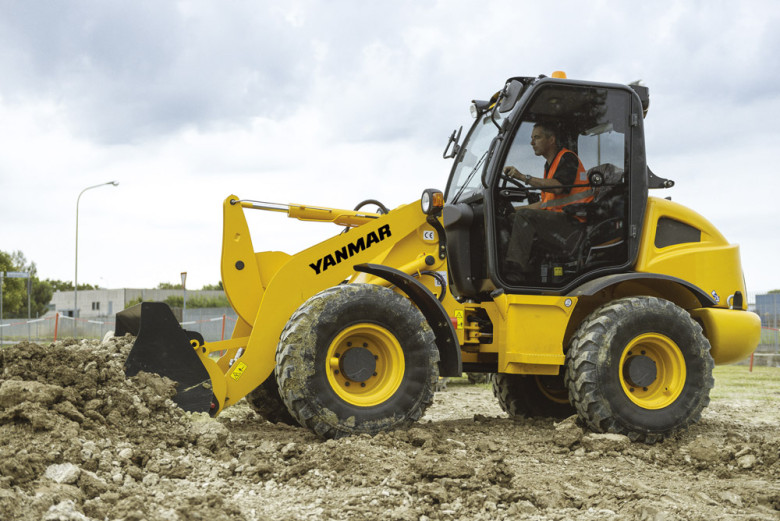 Компактный колесный погрузчик Yanmar V8