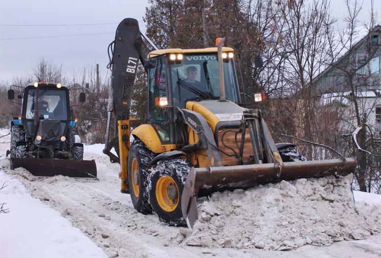 Уборка снега экскаватором-погрузчиком Volvo BL71