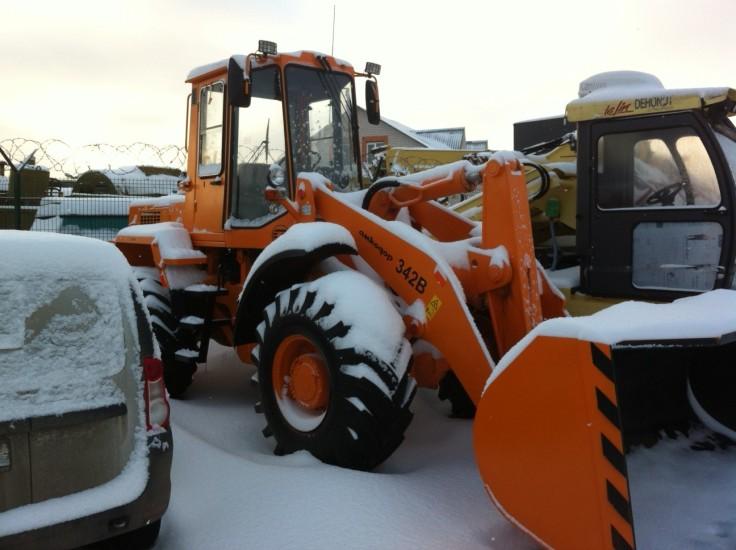 Амкодор 342В под снежным покровом