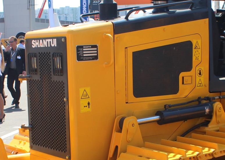 Shantui SD08. Моторный отсек