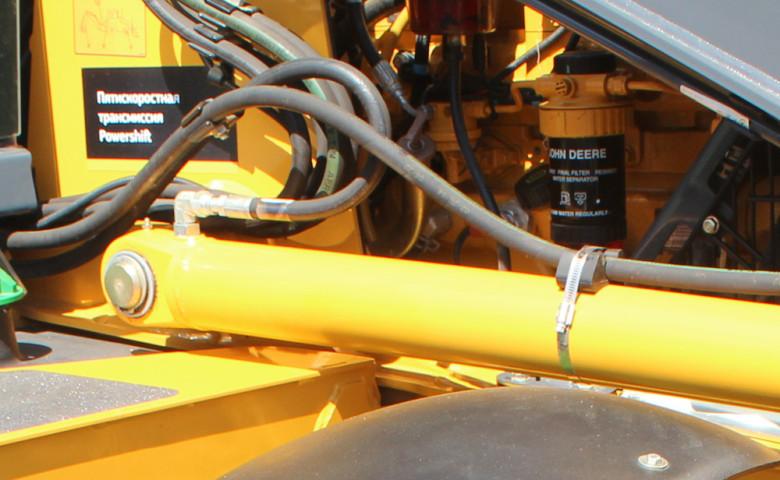 Двигатель John Deere 315SK. Фото
