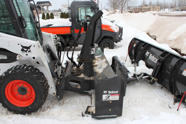 Навесное оборудование Bobcat S590 для уборки снега
