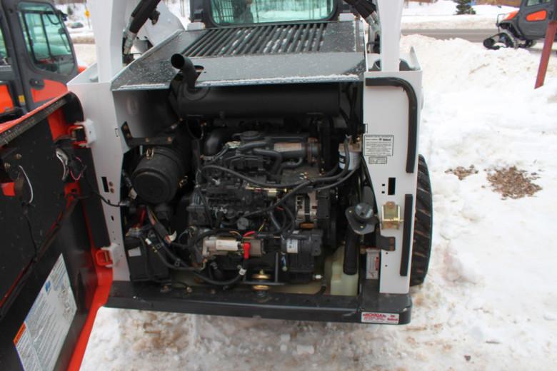 Двигатель Bobcat S590