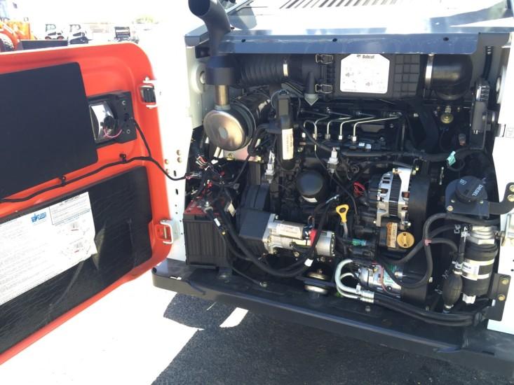 Двигатель Bobcat S650. Фото