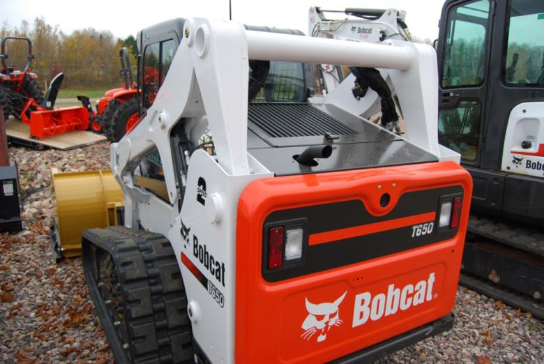 Гусеничный погрузчик Bobcat T650. Фото