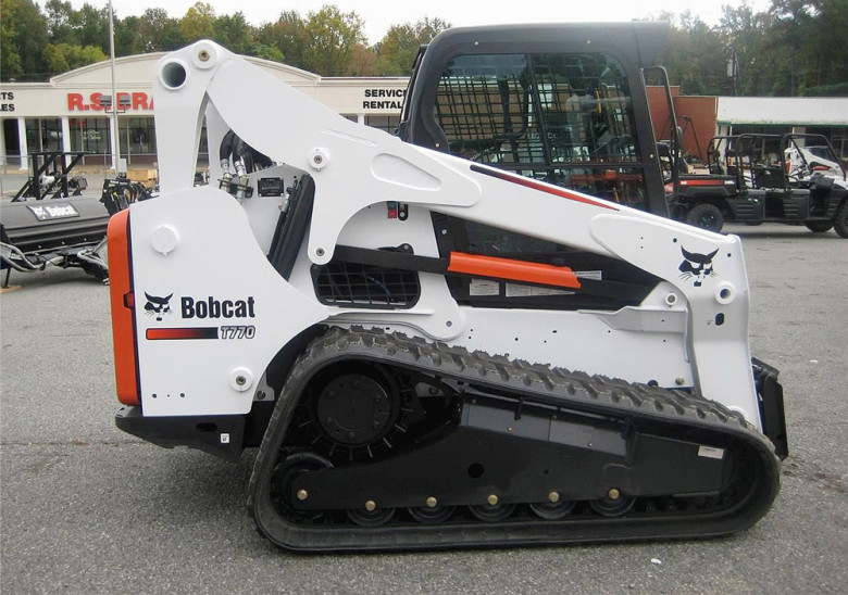 Гусеничный мини-погрузчик Bobcat T770