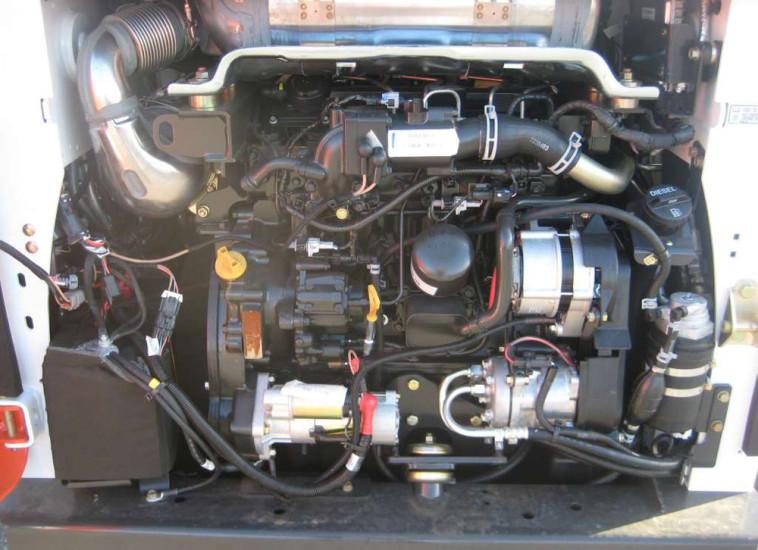 Двигатель Bobcat 770