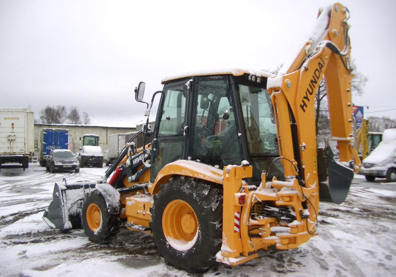 Экскаватор Hyundai H940S. Уборка снега