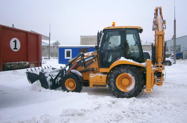 Трактор Hyundai H940S. Уборка снега