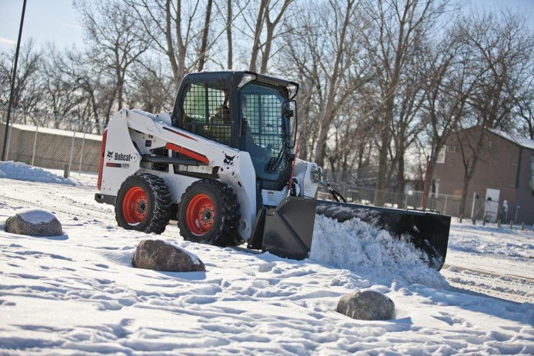 Расчистка снега Бобкэт 550