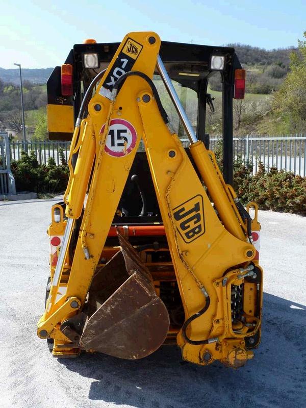 Экскаватор JCB 1 CX в сложенном состоянии